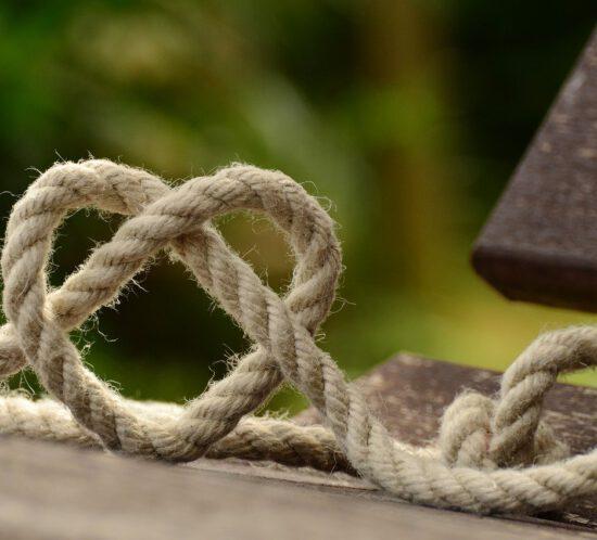 Seil mit Knoten Herz