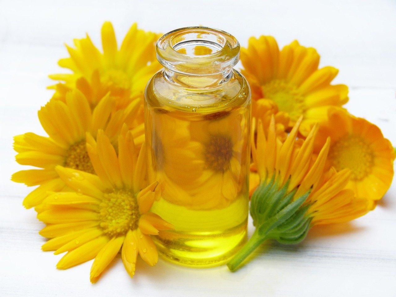 Massageöl mit Blumen